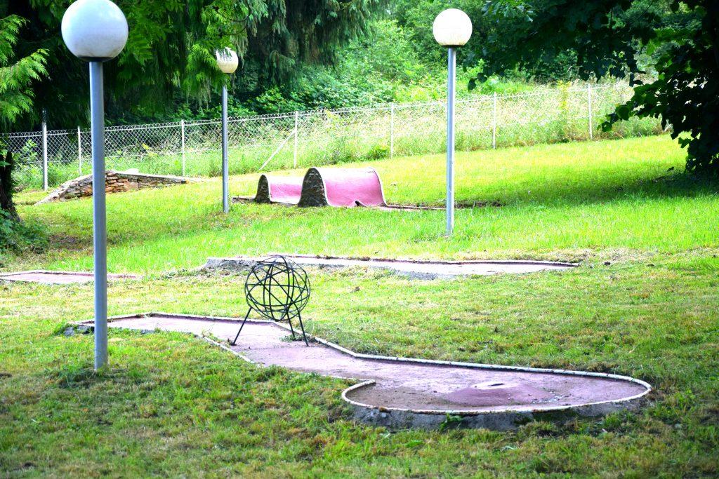 mini-golf-village-vacances-yaloer-villefranche-panat