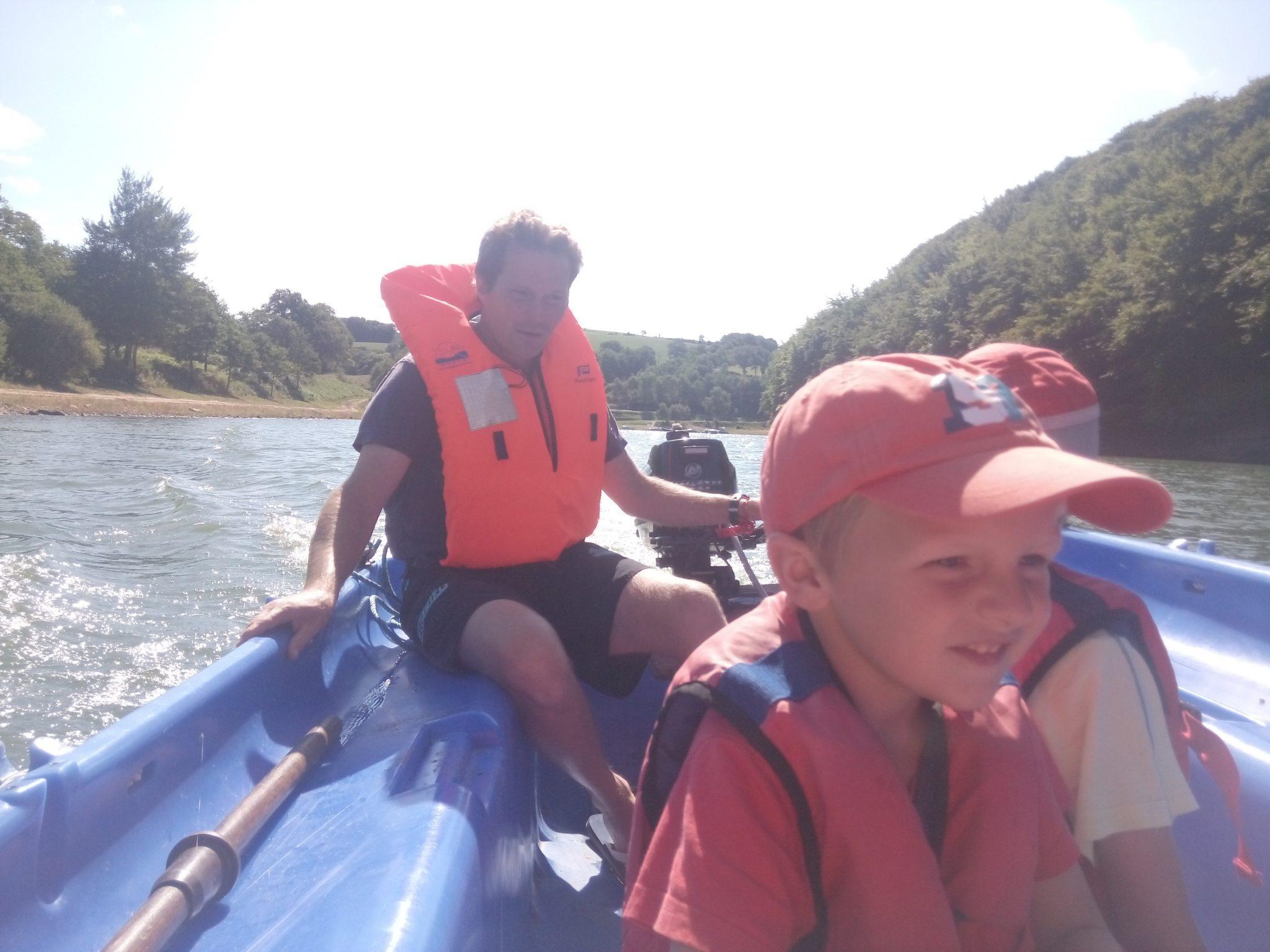 bateau-lac-pareloup-office-tourisme-levezou-aveyron-lidwine
